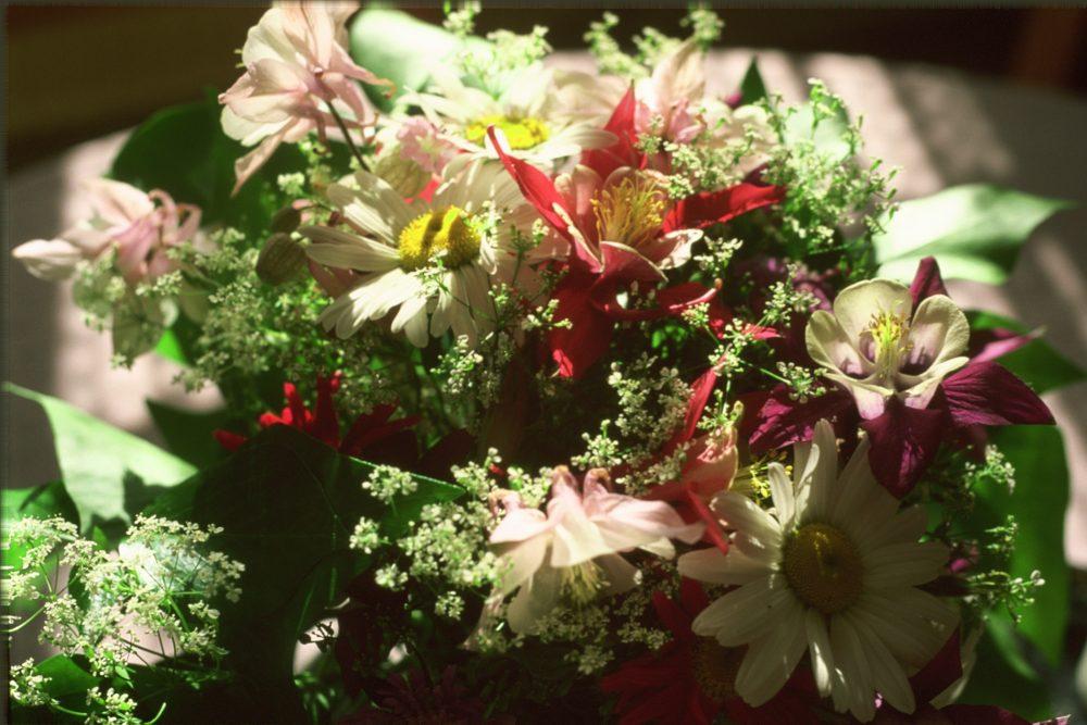 Blumenstrauß Gebetsmitte
