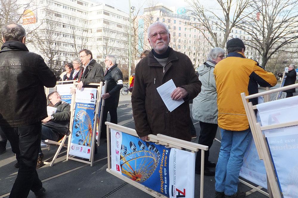 flash-mob auf der Tauentzienstraße (Foto: Matthias Rabbe)