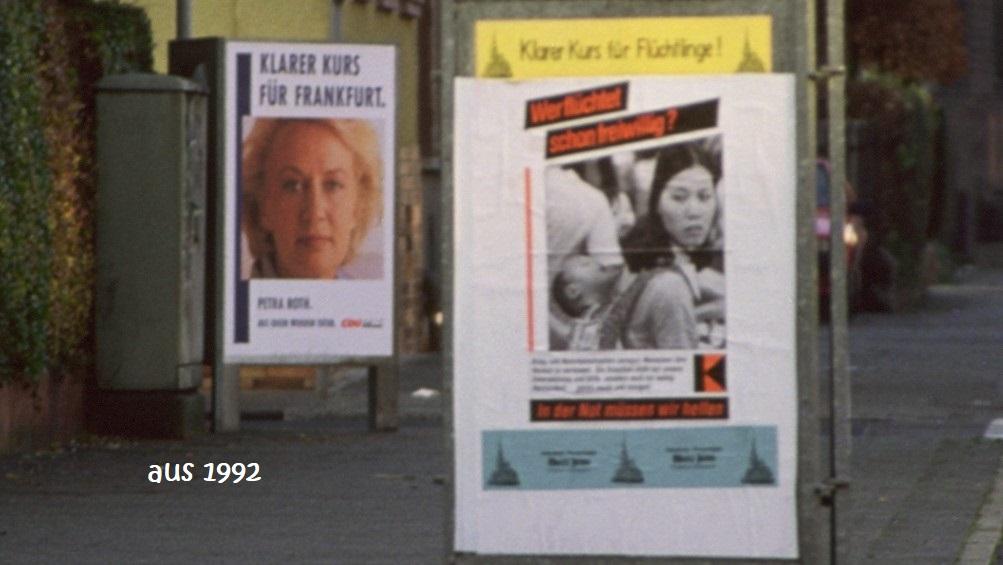 1992 Plakate vor der Kirche